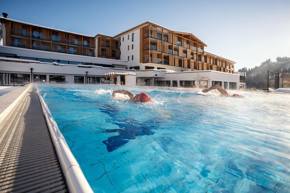 Sportresort-Hohe-SalveSchwimmer-im-Outdoor-PoolSeminareinTirol-Klemens-Konig