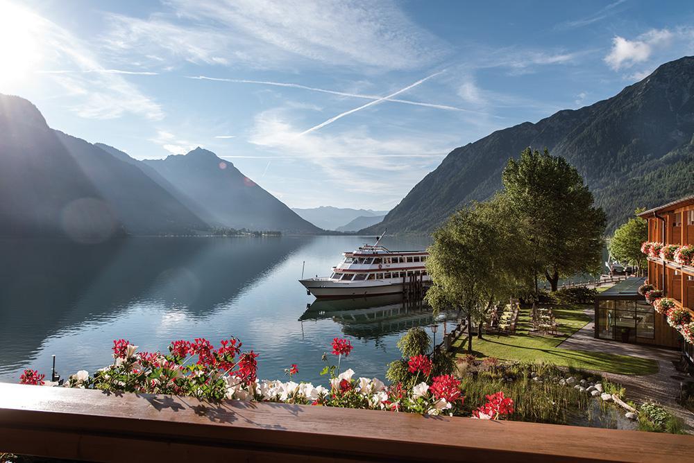 travel-charme-fuerstenhaus-ausblick-dz-classic-seeblick-schiff-sommerSeminareinTirol