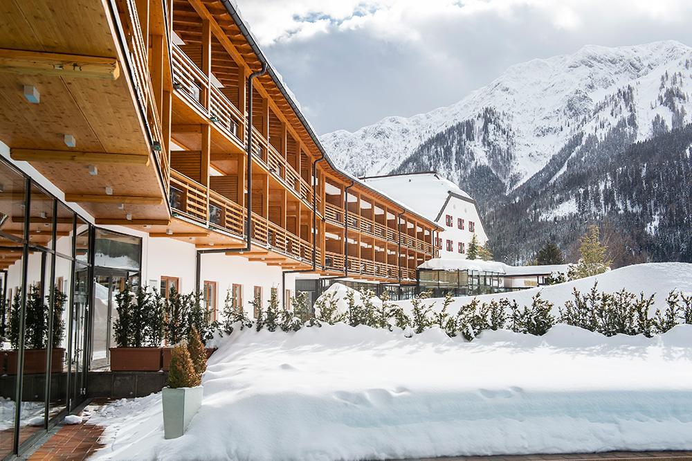 travel-charme-fuerstenhaus-aussen-fassade-teilansicht-winterSeminareinTirol