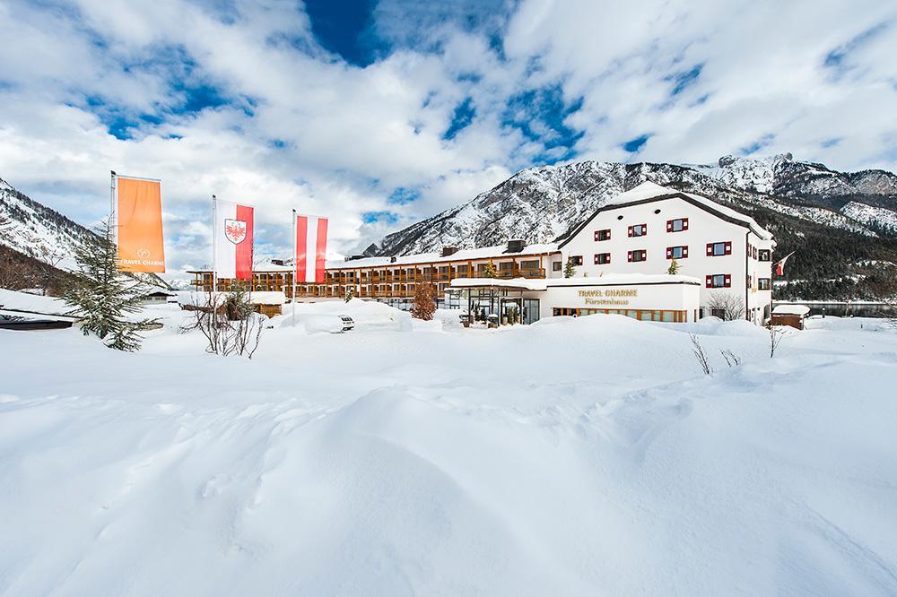 travel-charme-fuerstenhaus-aussenansicht-winter2019eingangSeminareinTirol