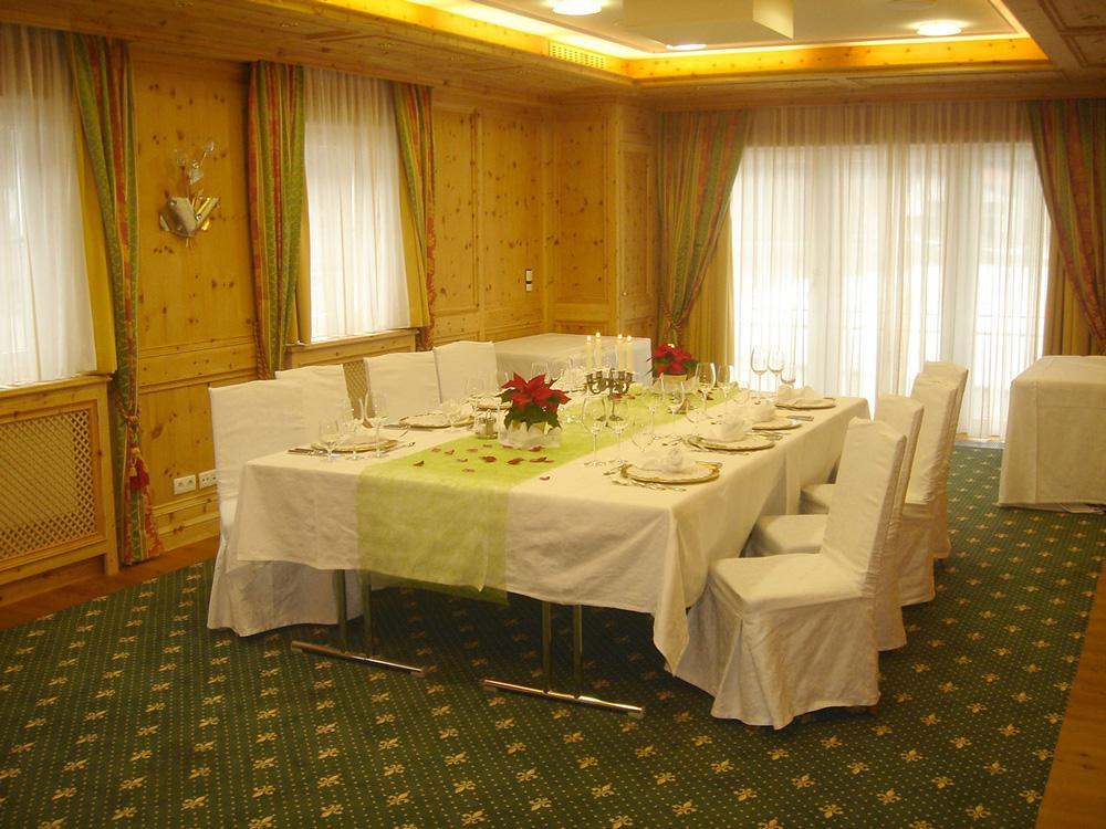 AlpenhotelSpeckbacherHofWeihnachtsfeierSaalSophieWeihnachtsfeierinTirol