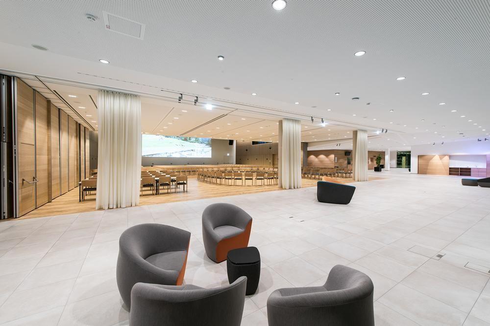 Congress-Centrum-AlpachtalFoyer-Wand-offenWeihnachtsfeierinTirol--Congress-Centrum-Alpbach-Senfter