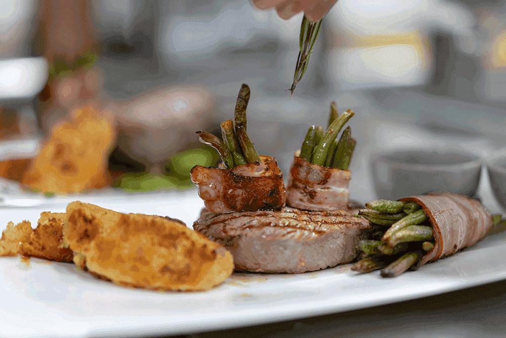RestaurantBlockhausHauptgerichtWeihnachtsfeierinTirol