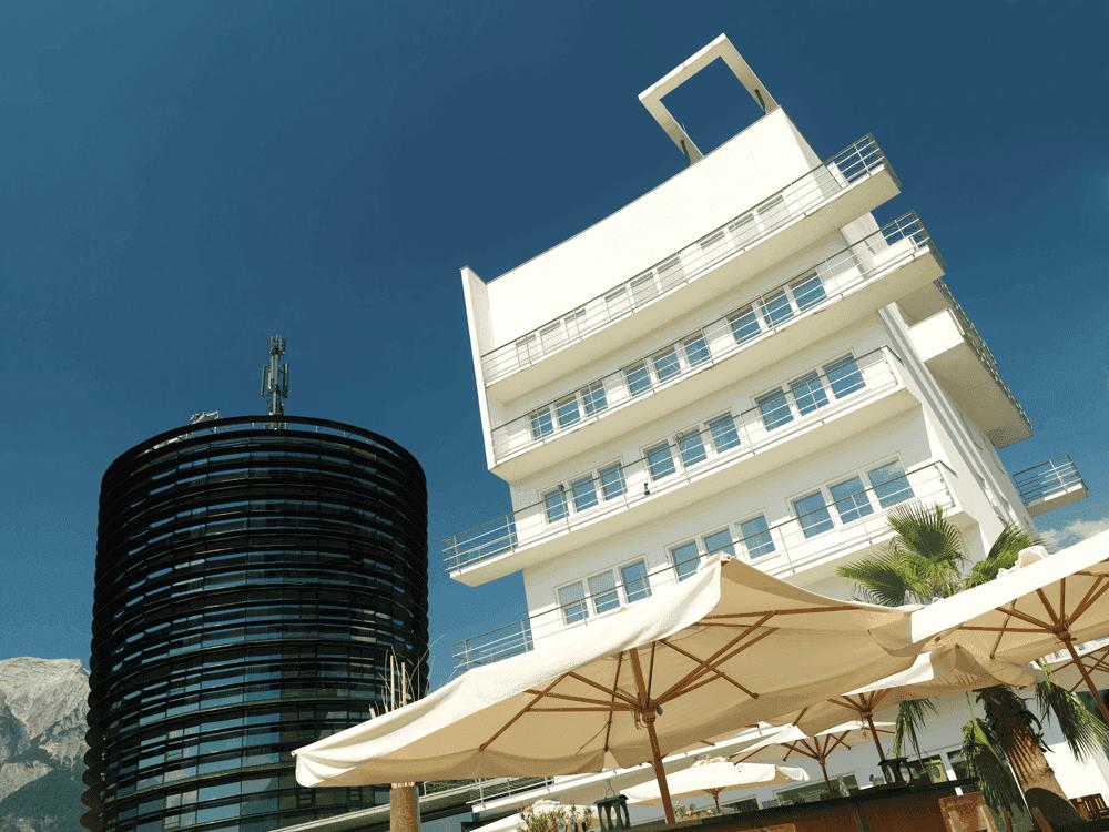 Parkhotel-HallGlasturm-und-Aussenansicht-HotelWeihnachtsfeierinTirol-Parkhotel-Hall--Restaurant-Welzenbacher
