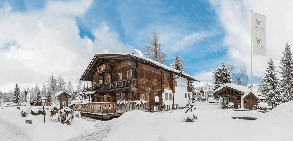 RestaurantLaerchenstueberlAussenansicht-winterWeihnachtsfeierinTirol1