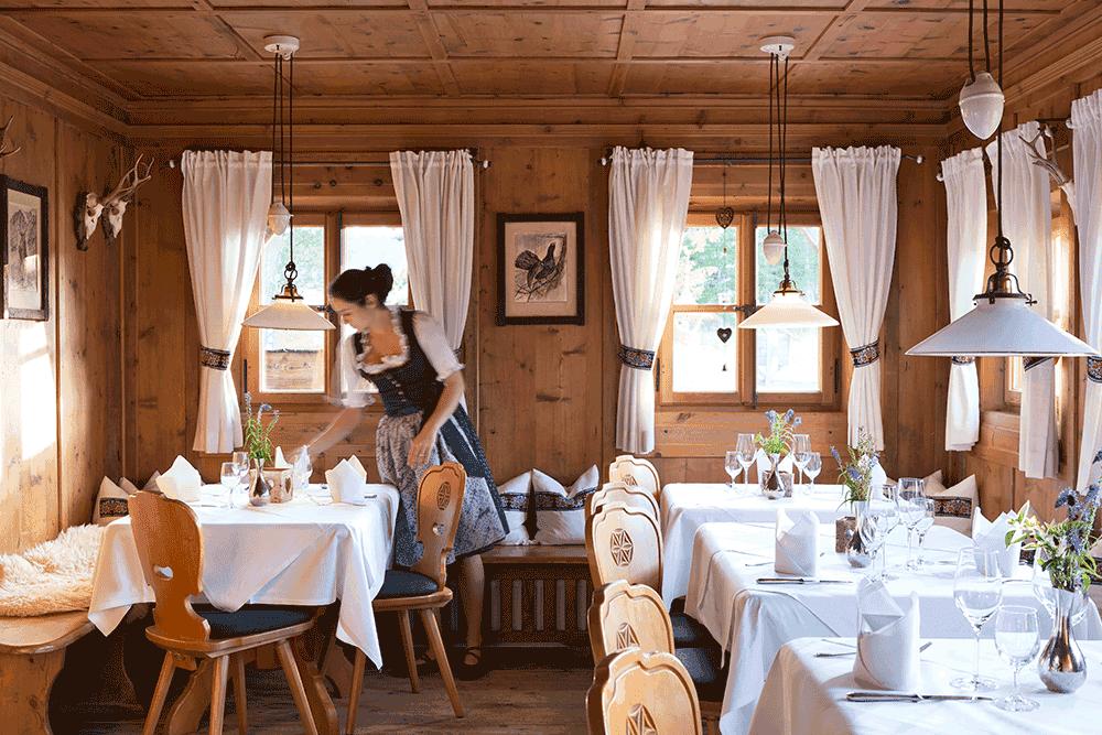 RestaurantLaerchenstueberlInnenansichtWeihnachtsfeierinTirol
