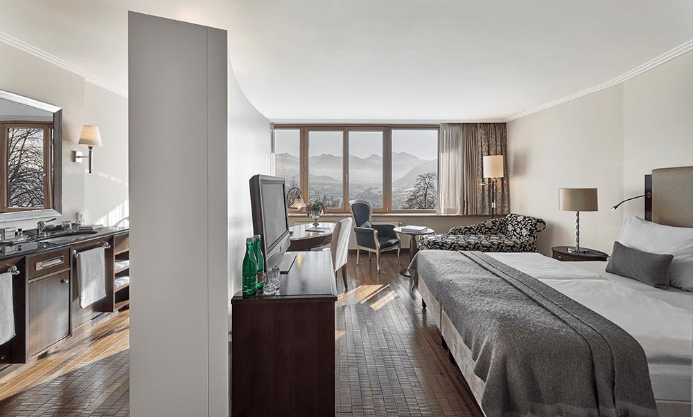 Panorama-ZimmerLebenbergAuenansichtWinterLebenbergSchlosshotelKitzbuhelHochzeiteninTirol