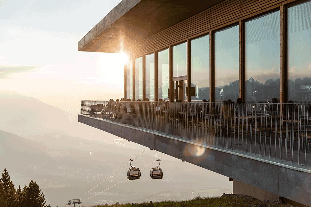 Das-Kofel-TerrasseSonnenuntergangstimmung2GondelnHochzeiteninTirol