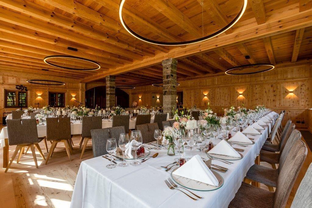 Glaserhof-Innenaufnahme-Fotografin-Aschenputtel-Maerchenhafte-HochzeitsfotosMG9051SeminareinTirol1