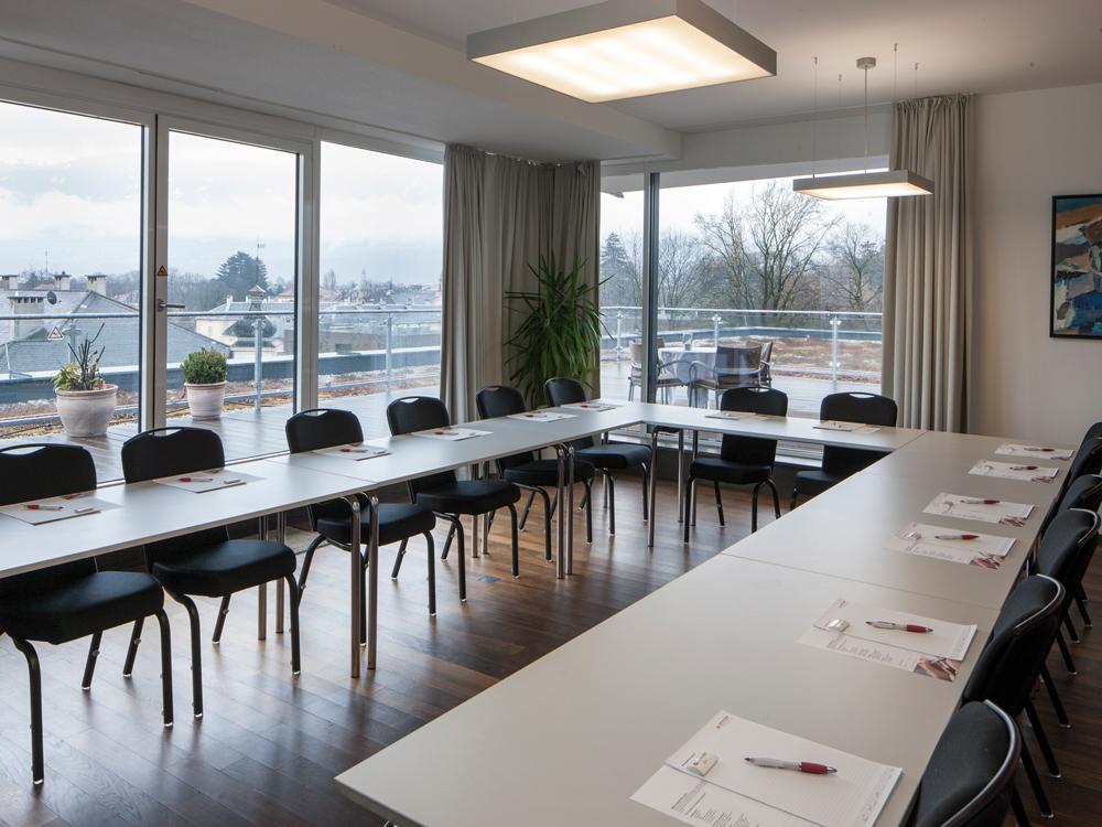 Austria-Trend-Hotel-InnsbruckSeminarraum-U-BestuhlungSeminareinTirol--Austria-Trend-Hotels