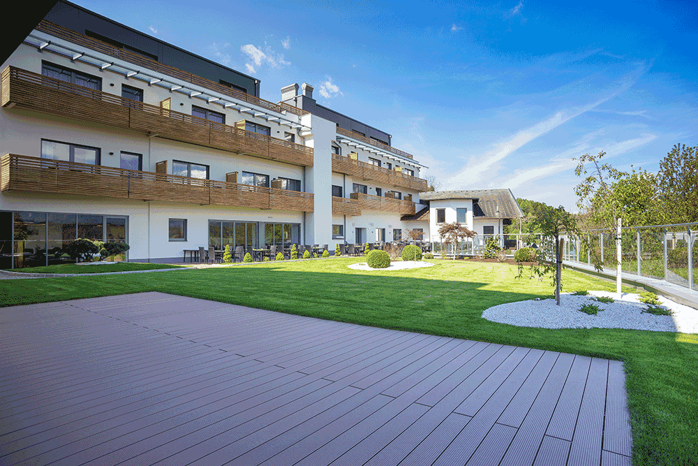 dasMEIVA-Saal-Blick-GartenSeminareinTirol