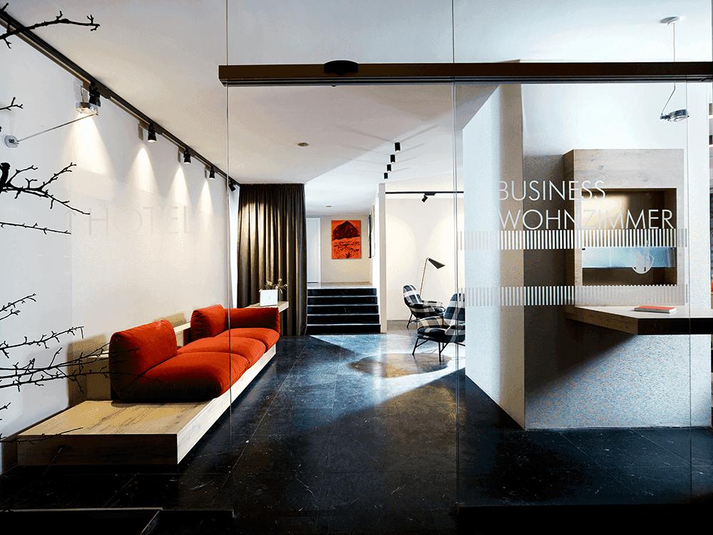 HotelinnsbruckMICELocationBoutiqueConventionPausenraum-Business-Wohnzimmer-Eingang-und-Durchgang-HotelSeminareinTirol0
