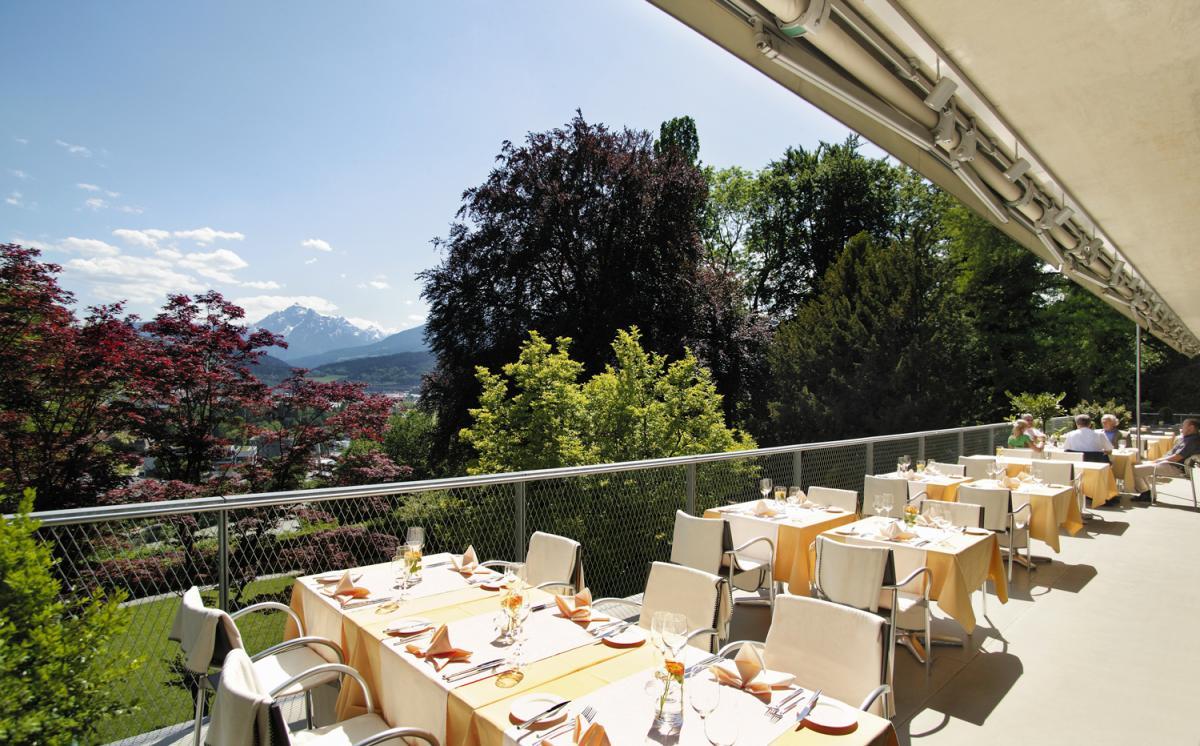 Terrasse-mit-Aussicht--Eventcenter-Villa-Blanka