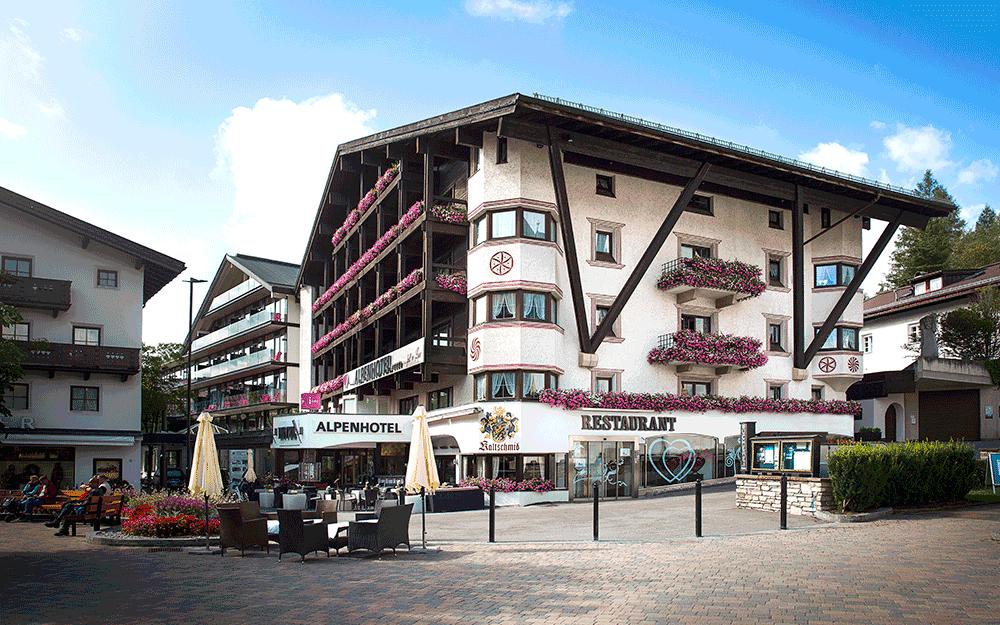Die Außenansicht des Alpenhotel ... fall in Love in Seefeld in Tirol © Alpenhotel ... fall in Love