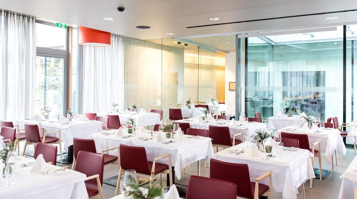 Hotel-und-Wirtshaus-PostDas-stilvoll-eingerichtete-RestaurantSeminareinTirol--Hotel--Wirtshaus-Post