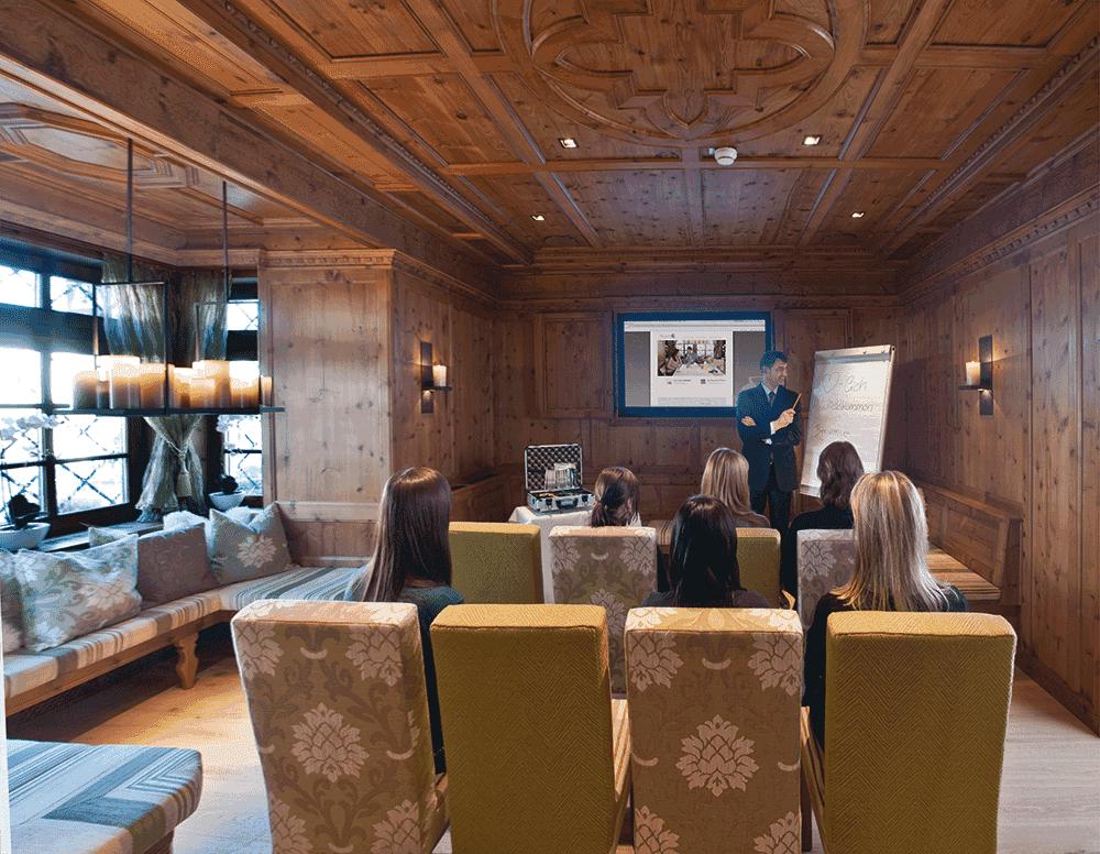 Hotel-SchwarzbrunnRadetzkystube2SeminareinTirolcGerda-Eichholzer