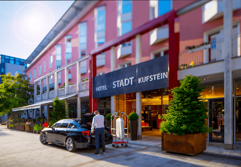 Hotel-Stadt-KufsteinHoteleingangSeminareinTirol--Hotel-Stadt-Kufstein-GmbH-Haerting0