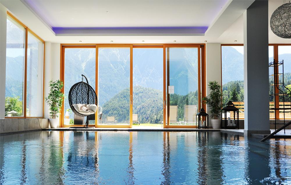 Selfness--Erwachsenen-Hotel-RitzlerhofPool-im-SommerSeminareinTirol--Selfness--Genuss-Hotel-Ritzlerhof